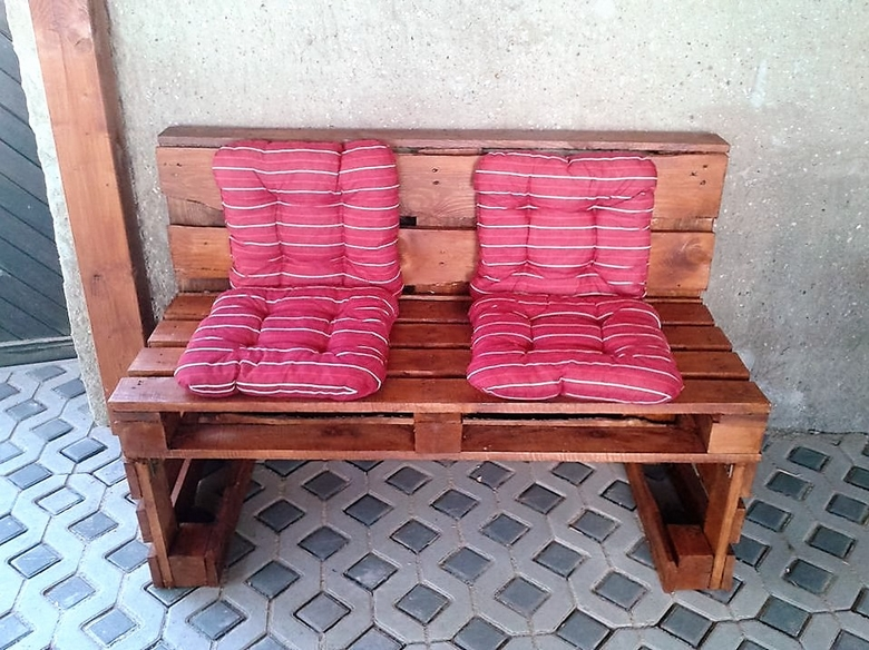 wood-pallet-bench-2