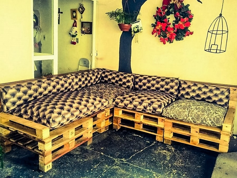 wood-pallet-couch-2