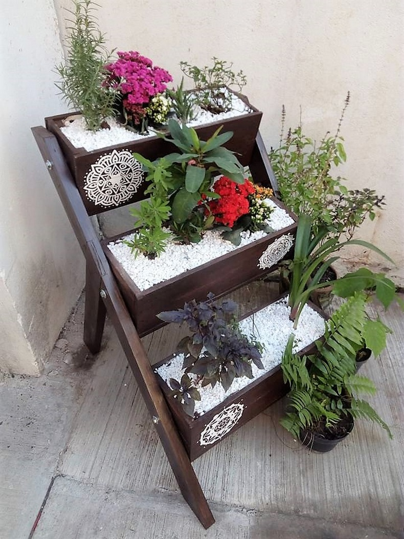 wood-pallet-decor-planter