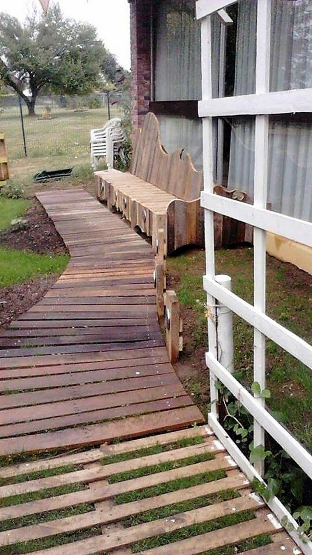 wood-pallet-garden-pathway