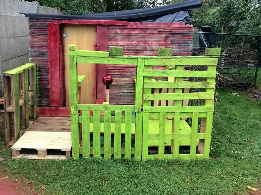 wood-pallet-playhouse