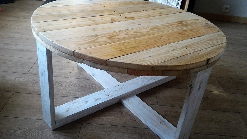 wood-pallet-round-table
