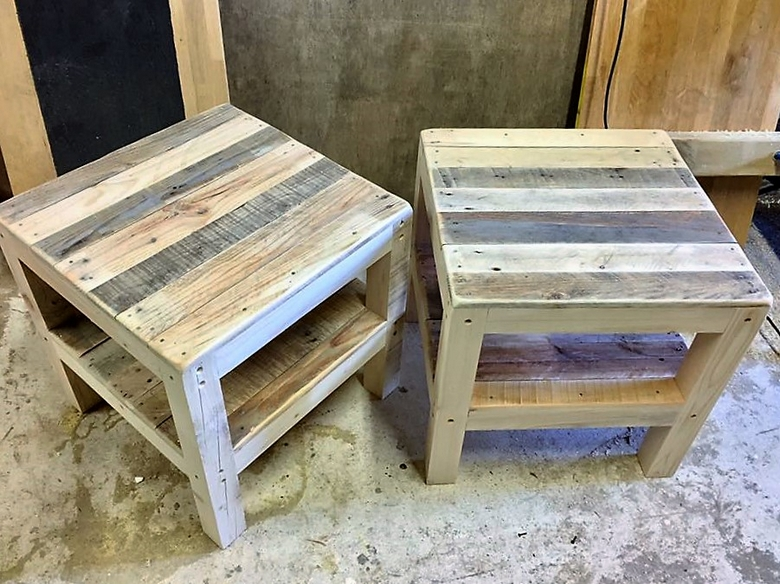 things made with wooden pallets wood pallet furniture. Black Bedroom Furniture Sets. Home Design Ideas