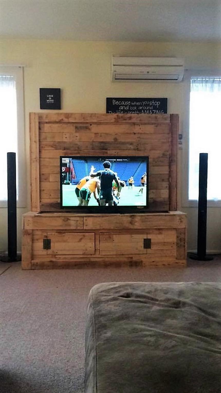 wood-pallet-tv-cabinet