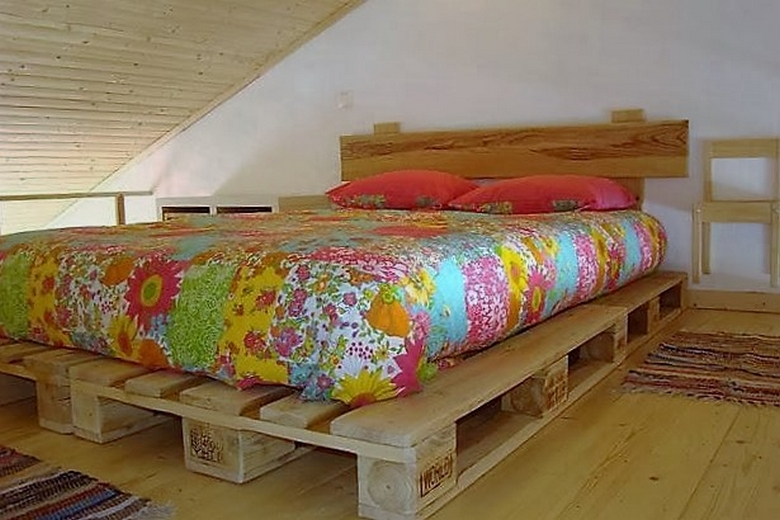 wooden-pallet-bed
