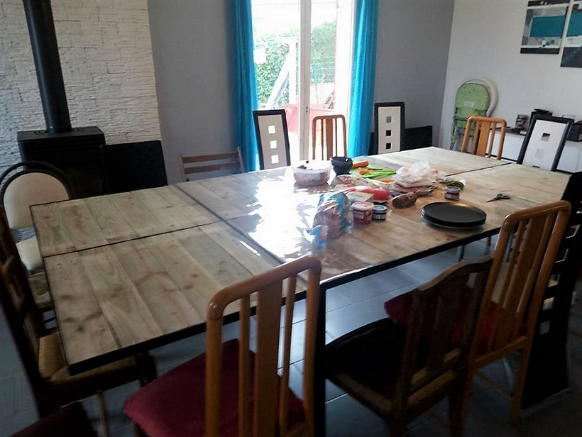 wooden-pallet-dinning-table