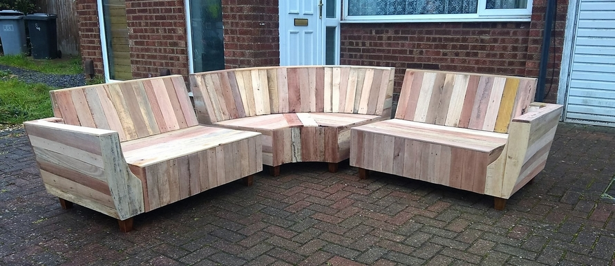 wooden-pallet-patio-couch