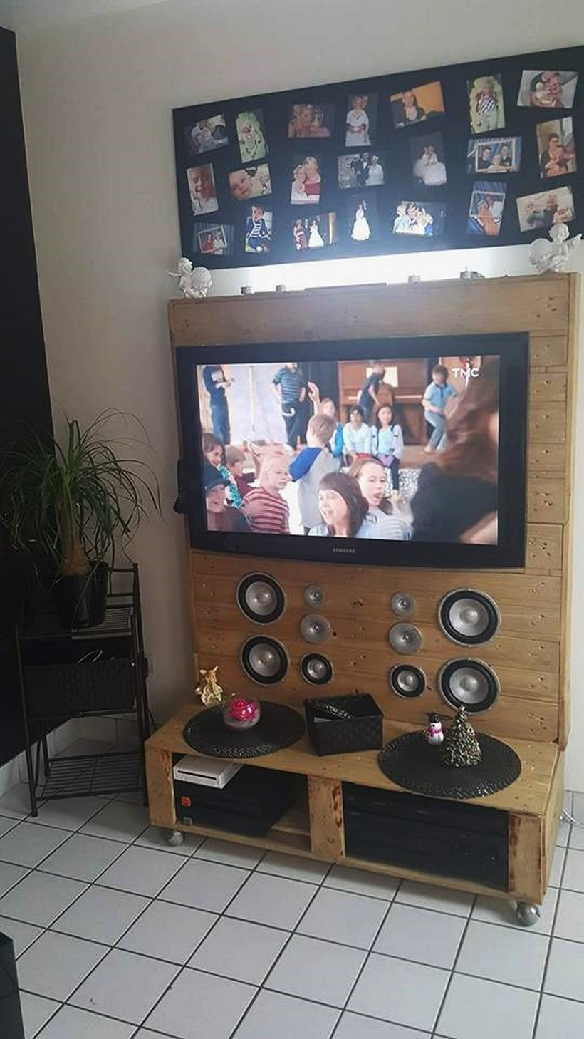 wooden-pallet-tv-stand