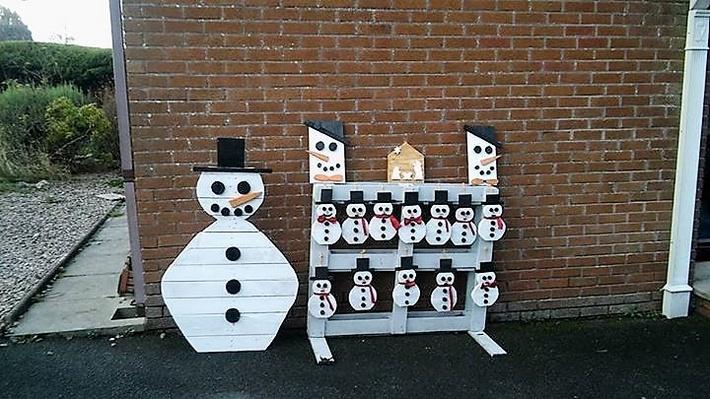 pallet-snowmen-art