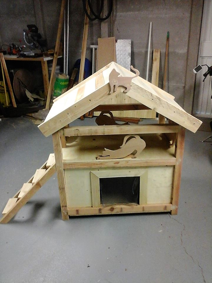 diy-pallet-cat-house-idea