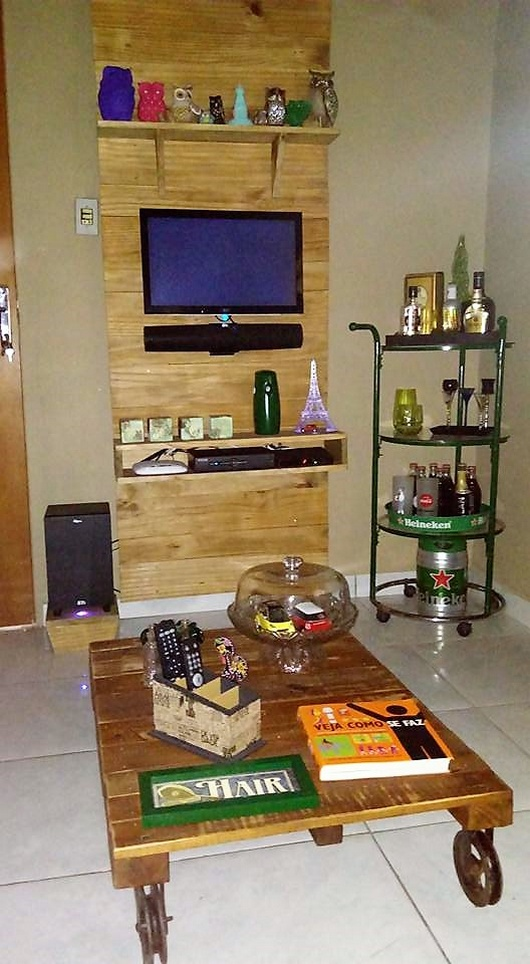 DIY Pallet Wall Art for Shelving & TV Stand