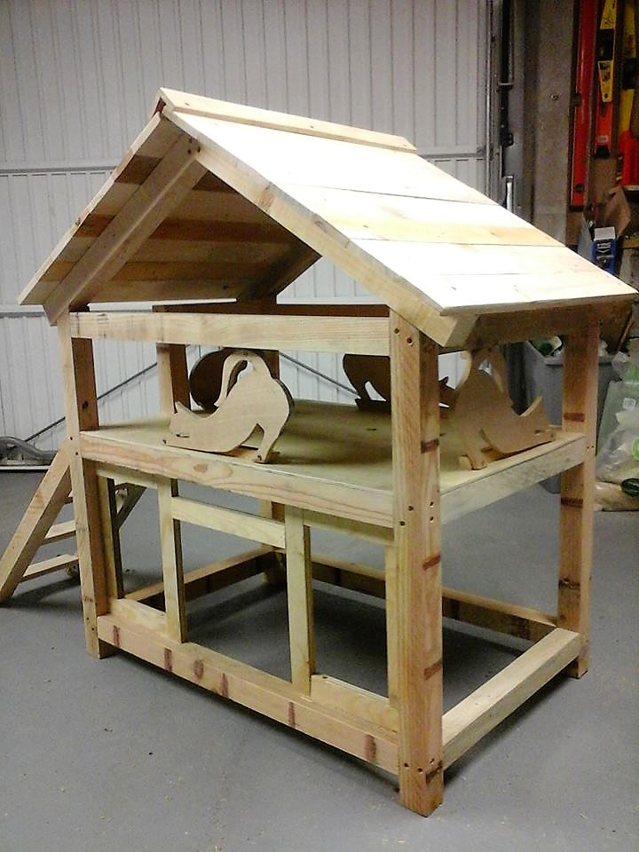 diy-wooden-pallet-cat-house