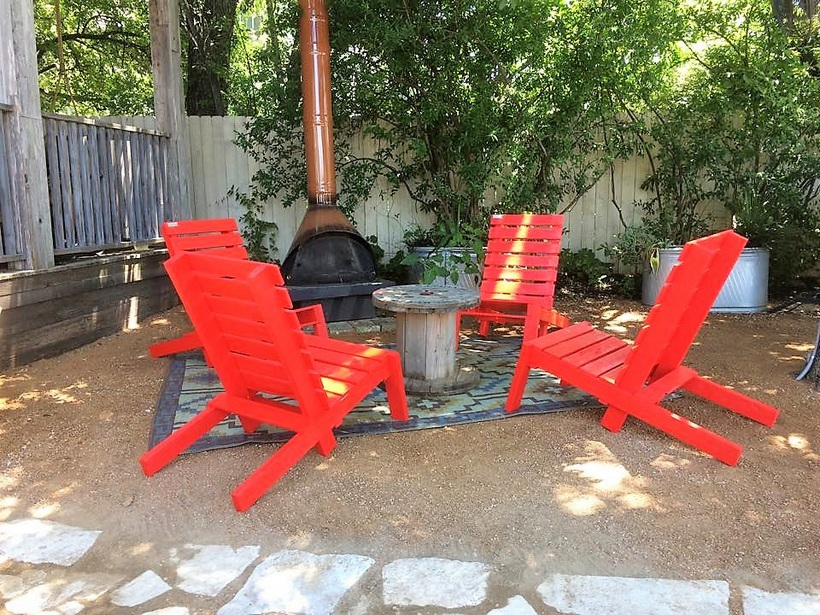 garden-lounge-chairs-made-with-pallets