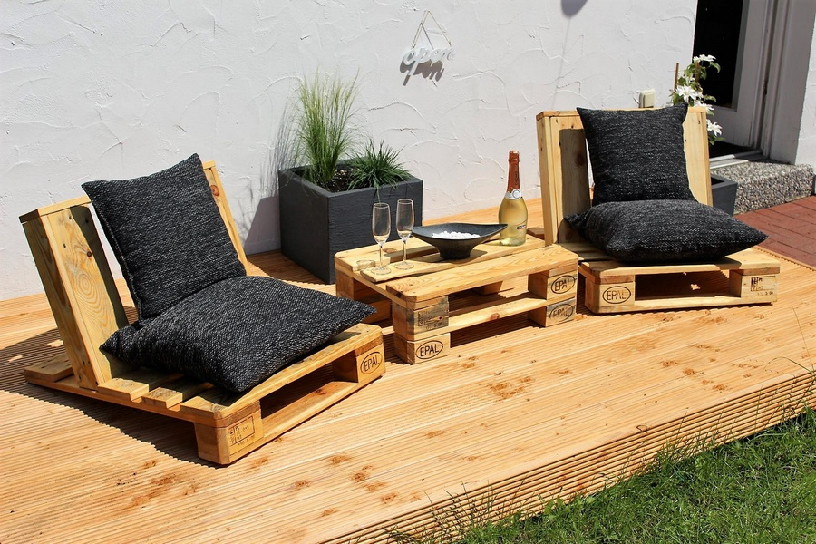 pallet-stylish-patio-furniture