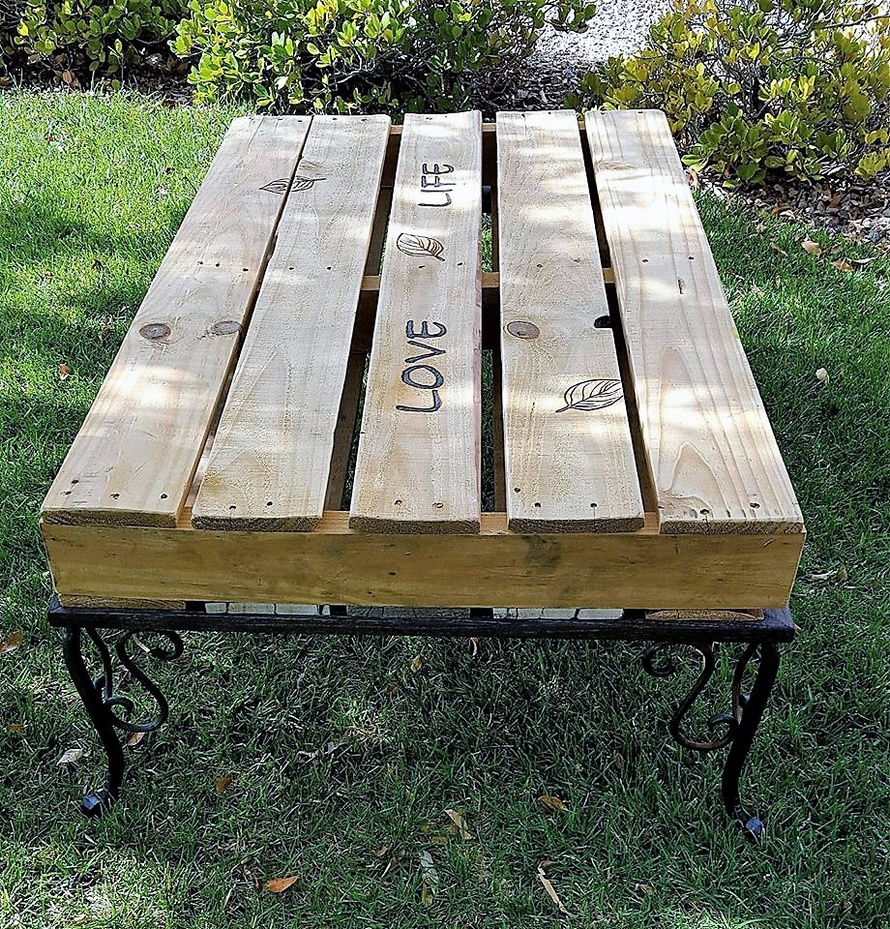 pallet-table-with-steel-legs