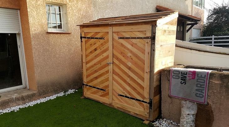 pallet-wood-garden-closet