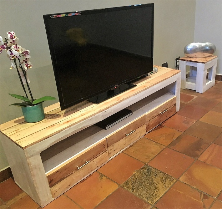pallets-media-cabinet-coffee-table-2
