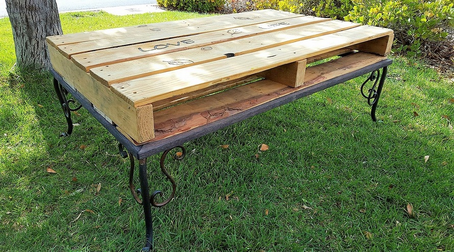 reclaimed-pallet-table