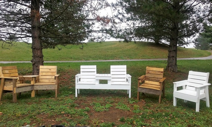 recycled-pallet-chairs