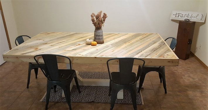 recycled-pallet-kitchen-table