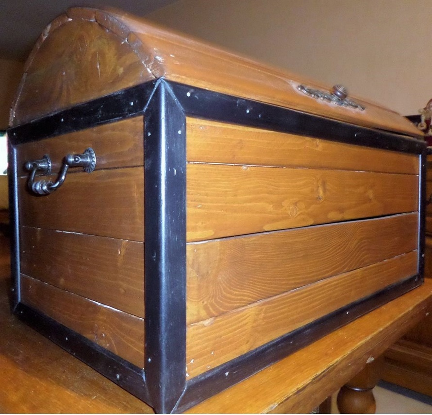 recycled-pallet-trunk
