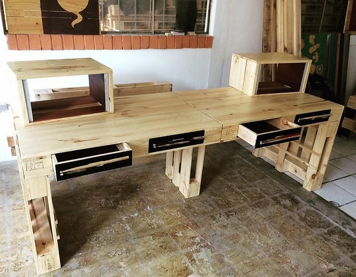 recycled-pallets-giant-desk