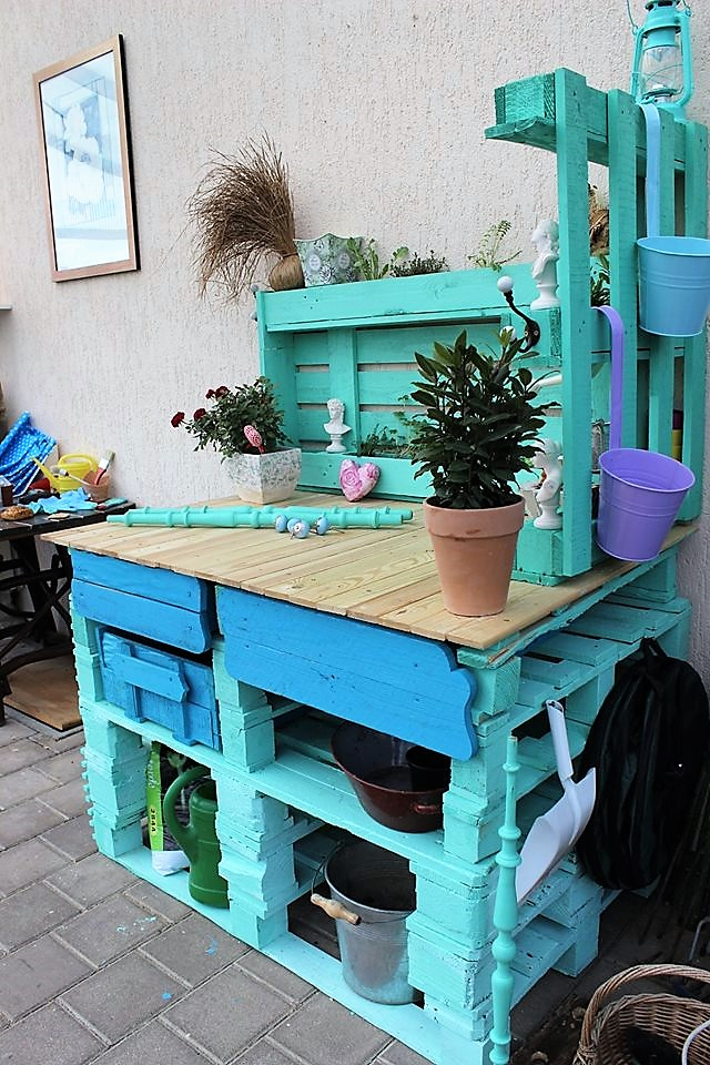 recycled-pallets-potting-bench