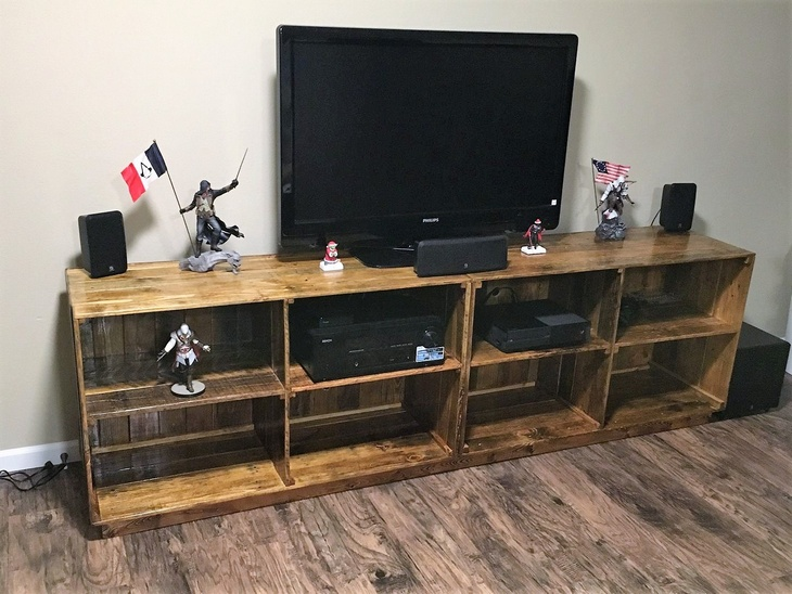 repurposed-pallets-entertainment-center
