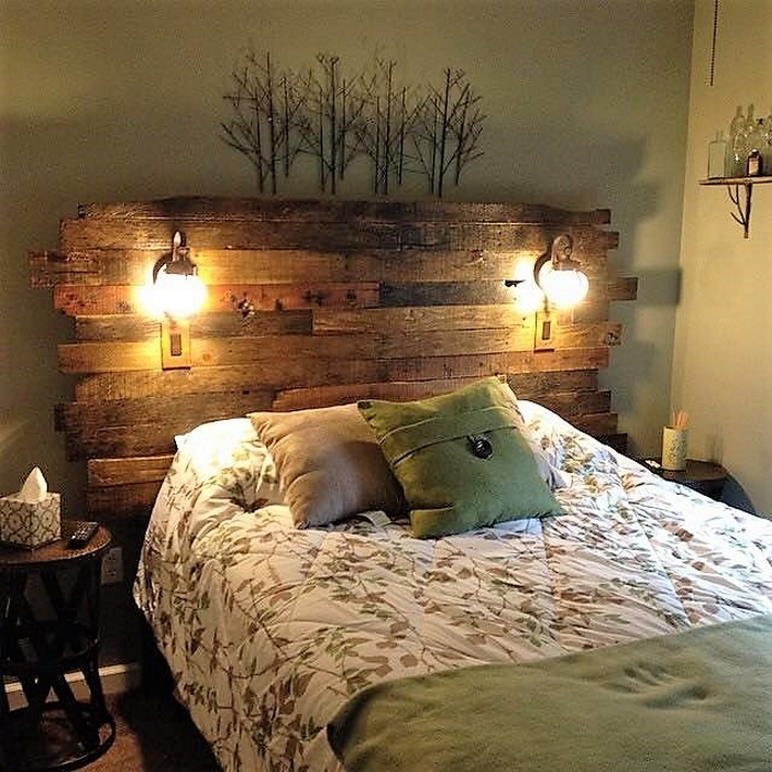 retro-look-pallet-bed-headboard