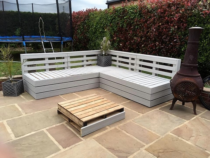 reused-pallet-patio-furniture