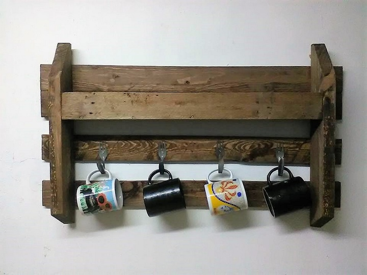 simple-pallet-shelf-for-kitchen