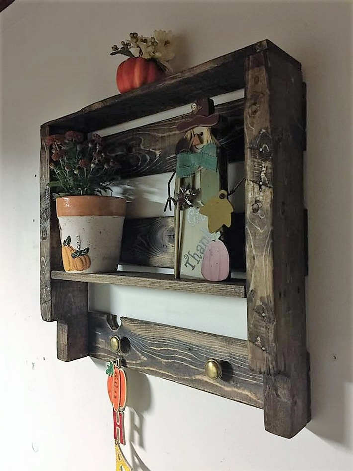 simple-shelf-out-of-pallets