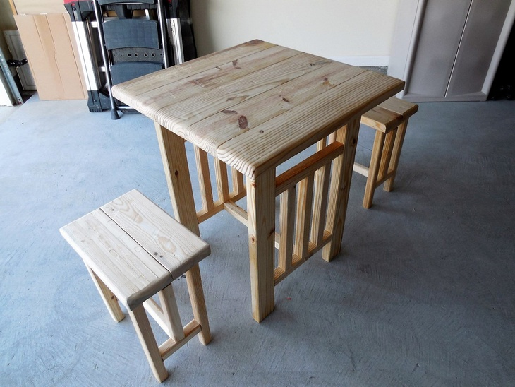 upcycled-pallets-pub-table-and-seats
