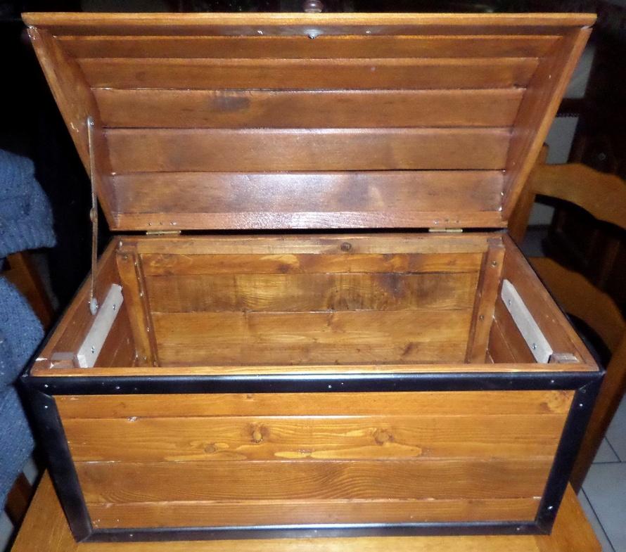 wooden-pallet-chest