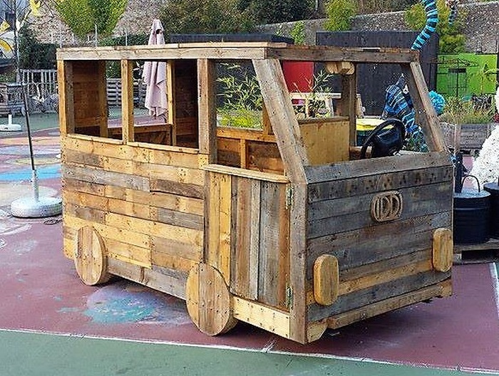 kids-play-van-made-with-pallets-3