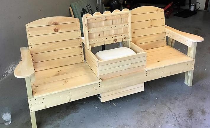 pallet-bench-with-center-storage