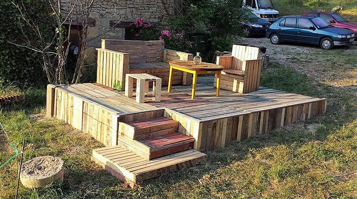 pallet-garden-deck-with-furniture