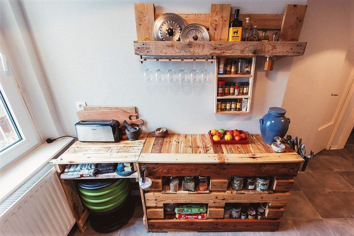 pallets kitchen spice racking