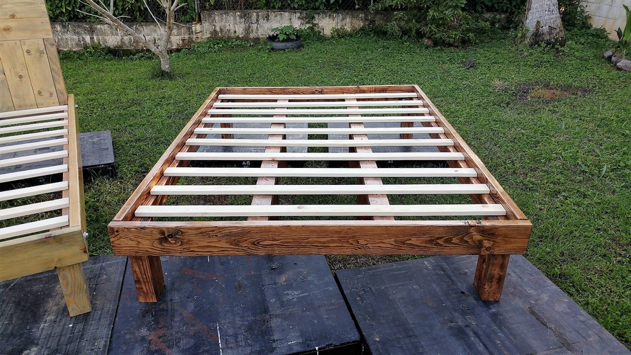 pallets wood bed frame