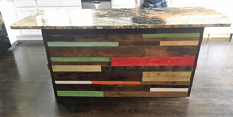 reclaimed-pallet-wood-bar