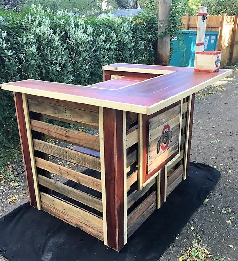 recycled-pallet-bar
