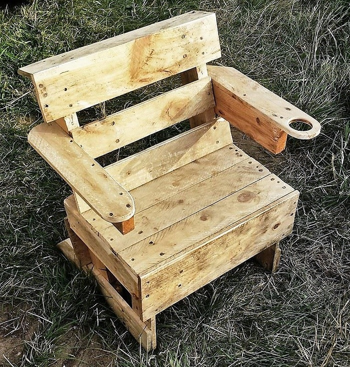 recycled-pallet-chair