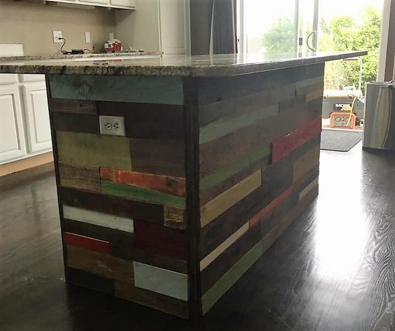 repurposed-pallet-made-bar