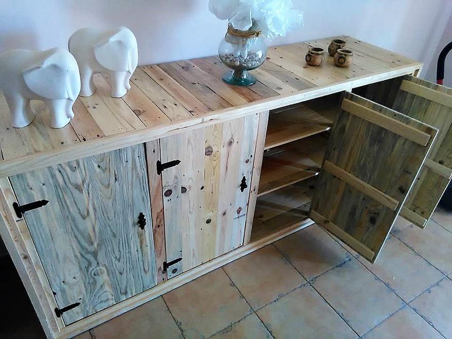 repurposed-pallet-side-table