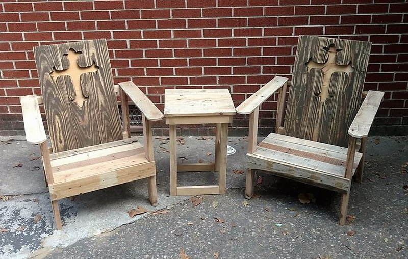 rustic pallet chairs