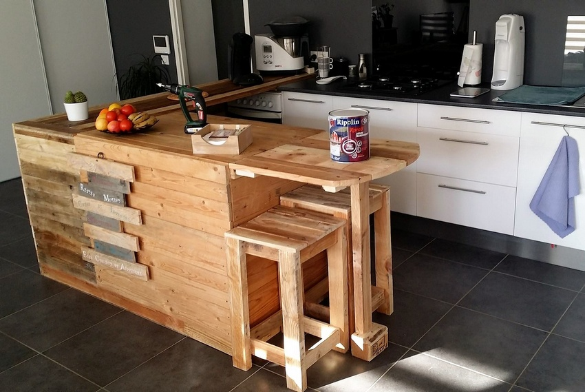 upcycled wood palllet kitchen idea