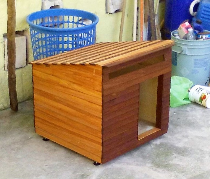 wood pallet dog house