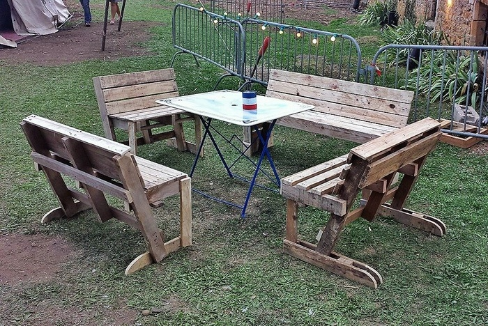 wooden-pallet-garden-furniture