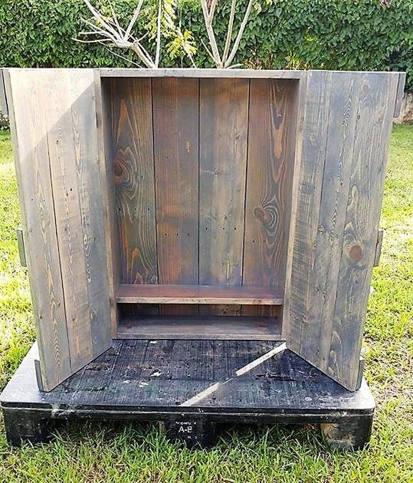 pallet jewelry cabinet idea