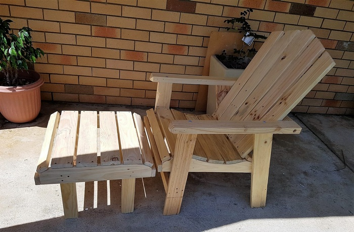 pallets chair with footrest